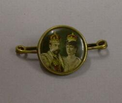 Commemorative King George V and Queen Mary Coronation Portrait Lapel Pin.