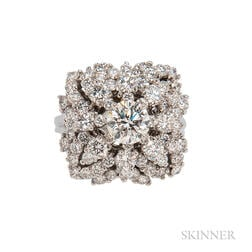 18kt White Gold and Diamond Cluster Ring