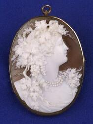 Victorian Shell Cameo Pendant Brooch