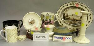 Eighteen Assorted Modern Wedgwood Tableware Items