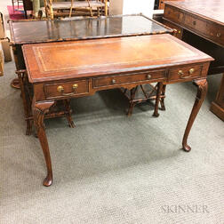 Yorkshire House Queen Anne-style Leather-top Mahogany Writing Desk
