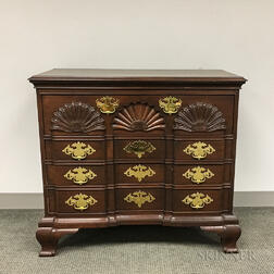 Chippendale-style Shell-carved Mahogany Chest of Drawers