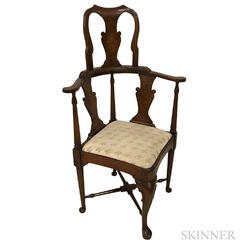 Queen Anne-style Walnut Roundabout Chair