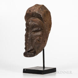 Sapi Commemorative Stone Head, Mahen Yafe